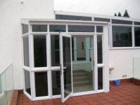 фото пластиковые распашные двери входные