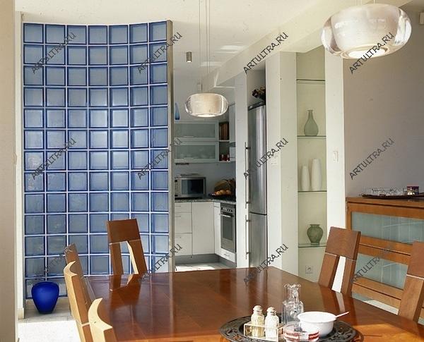 Полукруглые перегородки из стеклоблоков : плавные линии, игра бликов света, оригинальность дизайна