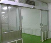 фото автоматические межкомнатные двери укреплённые металической сеткой