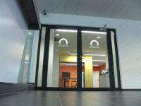 фото распашные автоматические межкомнатные двери с гравировкой