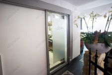 фото раздвижные автоматические межкомнатные двери с нанесением логотипа