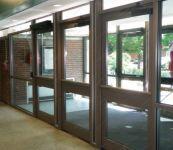 фото тройные распашные металлические автоматические межкомнатные двери