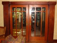 фото двойные деревянные стеклянные двери с разделениями