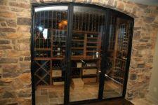 фото металлические двери с притвором и прозрачным стеклом