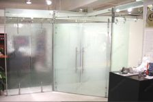 фото матовые распашные двустворчатые стеклянные двери
