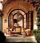 фото деревянные арочные двери со стеклом