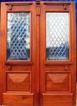 фото деревянные двери с витражным стеклом для частного дома