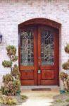 фото деревянные двери с витражным стеклом для загородного дома