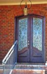 фото деревянные двери со стеклом для загородного дома