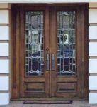 фото деревянные двери со стеклом для жилого дома