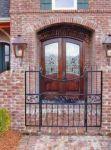 фото деревянные двухпальные двери со стеклом для загородого дома