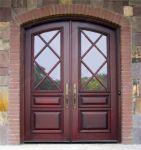фото деревянные двухпальные двери со стеклом ромбами