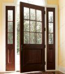 фото деревянные однопальные двери со стеклом для котеджа