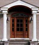 фото деревянные однопальные двери со стеклом и витражом для дачи