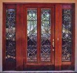 фото деревянные однопальные входные двери со стеклом