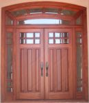 фото деревянные распашные двухпальные двери со стеклом из фацета