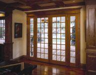фото деревянные входные двери со стеклом для загородного дома