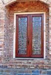 фото двухпальные деревянные двери с витражным стеклом