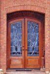 фото двухпальные деревянные двери со стеклом для частного дома