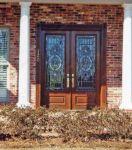 фото двухпальные распашные деревянные двери со стеклом