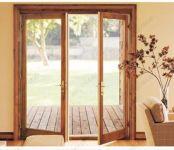 фото двухстворчатые деревянные двери со стеклом для котеджа