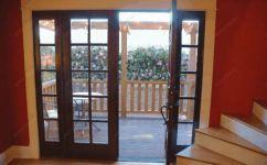 фото однопальные деревянные двери со стеклом