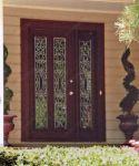 фото распашные однопальные деревянные двери со стеклом