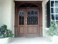 фото входные деревянные двери со стеклом для частного дома