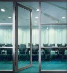 фото прозрачные маятниковые двери