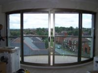 фото раздвижные стеклянные радиусные двери