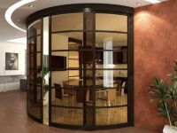 фото стеклянные тонированные раздвижные радиусные двери