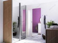 фото двойные раздвижные зеркальные двери с выделением середины