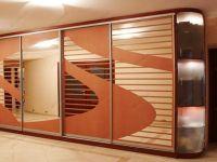 фото аздвижные 4-х элементные зеркальные двери для шкафа-купе с вставками