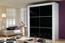 фото двойные тонированные чёрным зеркальные двери для шкафа-купе разделённые на элементы