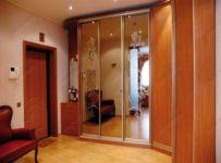 фото зеркальные многостворчатые двери для шкафа-купе