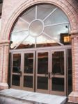 фото двустворчатые стеклянные двери в дом культуры