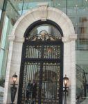 фото металлические двери с художественным оформлением в ресторан