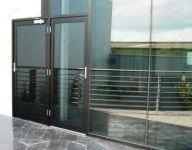 фото металлические одностворчатые двери в почтовое отделение