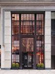 фото двустворчатые металлические входные группы в главный офис агенства недвижимости