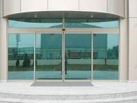 фото раздвижные двери из стекла в главный офис сервисного центра
