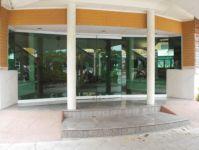 фото входные двустворчатые группы из стекла детского досугового центра