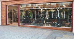 фото входные группы из стекла магазина стильной одежды