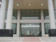 фото входные стеклянные двери в общественный центр