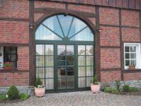 фото одностворчатые металлические двери загородного ресторана