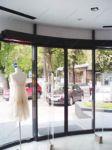 фото радиусные стеклянные двери в магазин
