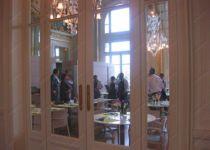 фото входная группа ресторана со стеклом