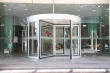 фото круглая входная группа торгового центра