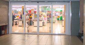 фото пластиковая входная группа торгового центра