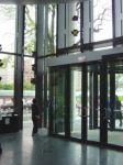 фото комбинированые входные двери в магазин