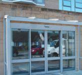 фото автоматические раздвижные стеклянные двери для магазина